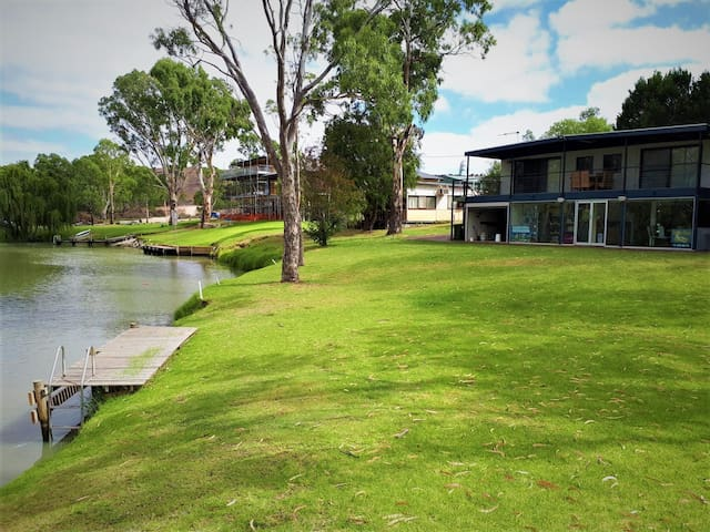 Lake Carlet's Premium Location on the Murray River