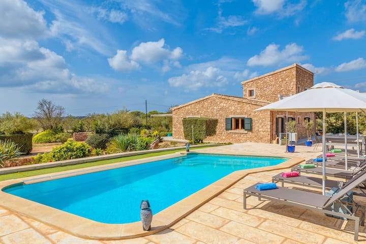Quiet Finca Can Xesquet with Wi-Fi, Air Conditioning, Terrace & Pool; Parking Available, Pets Allowed
