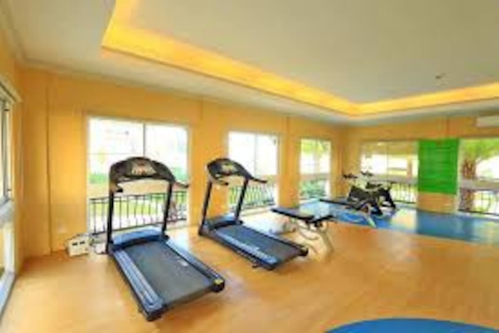 aircon gym,heavy duty treadmills,which u can use if u book at my place