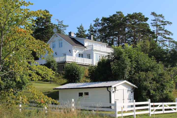 Large villa, beautiful sea view, Sthlm archipelago