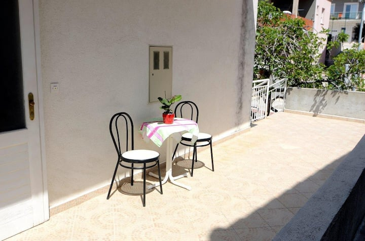 Studio flat with terrace and sea view Makarska (AS-12211-b)