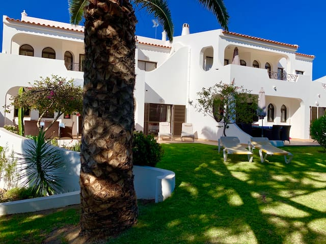 2 bedroom flat with lovely pool, beach nearby