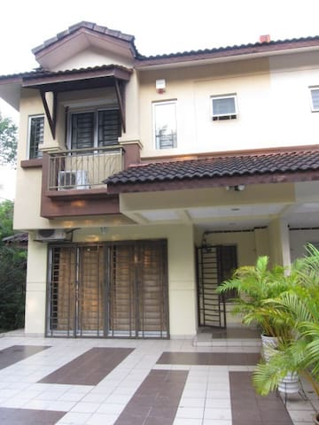 KD Guesthouse@Overlooking lake , Kota Damansara - Petaling Jaya - Hus