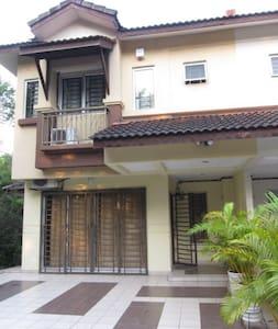 KD Guesthouse@Overlooking lake , Kota Damansara - Petaling Jaya