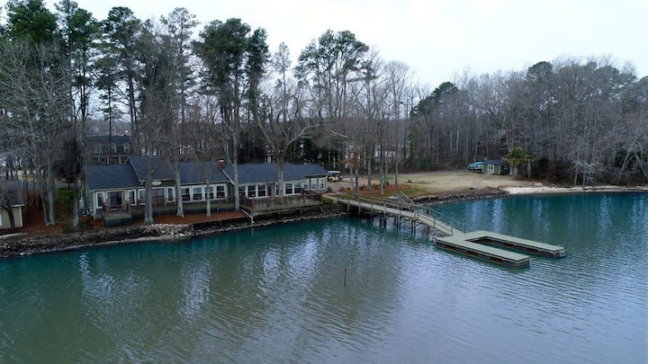 Tioga Lodge on Lake Wylie - Lake front living!