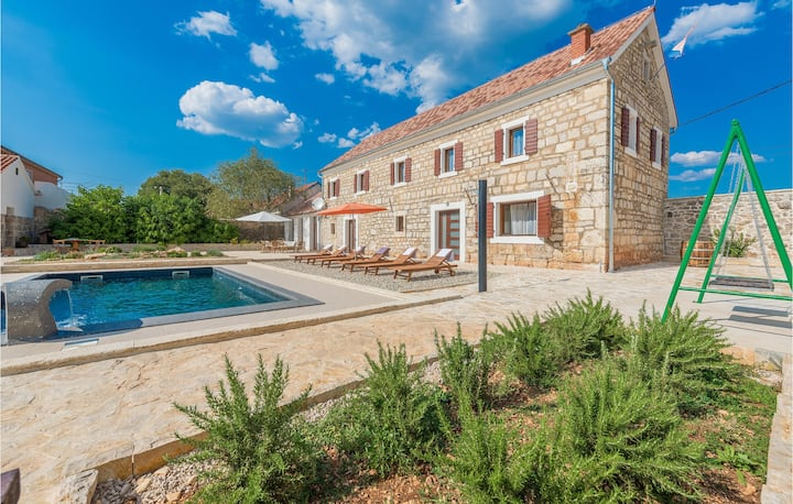 Nice home in Citluk with 4 Bedrooms and Outdoor swimming pool
