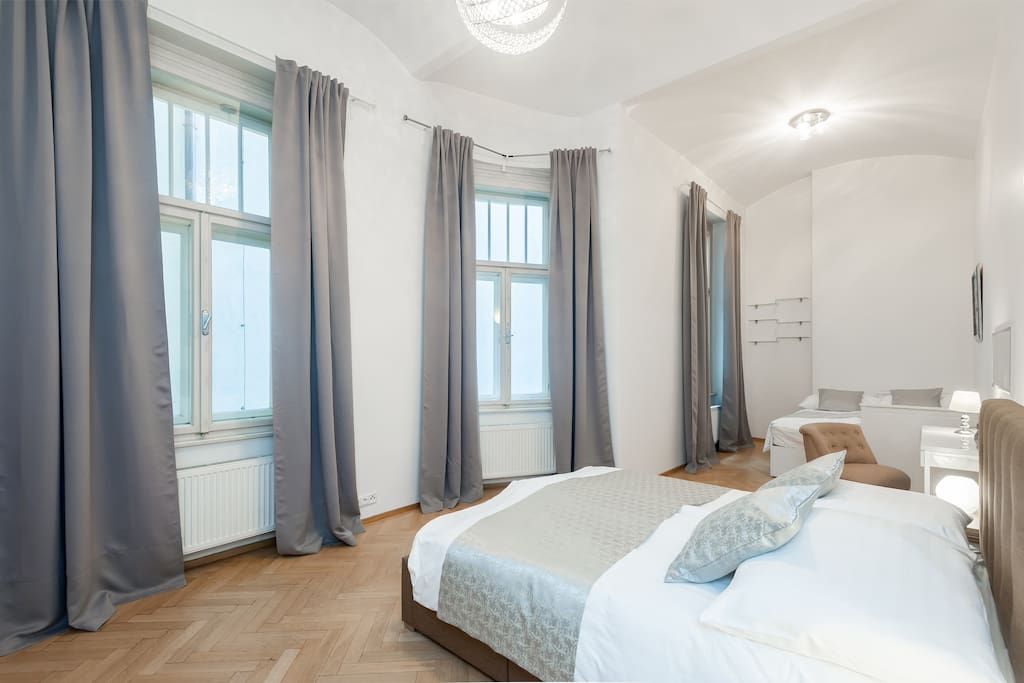 Bedroom with 2 Queen Sized Beds