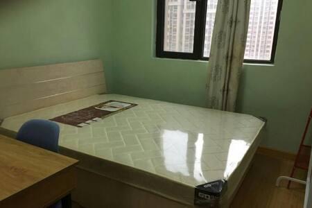 家具家电齐全,精装修,靠近银行,拎包入住。 - Qingdao Shi