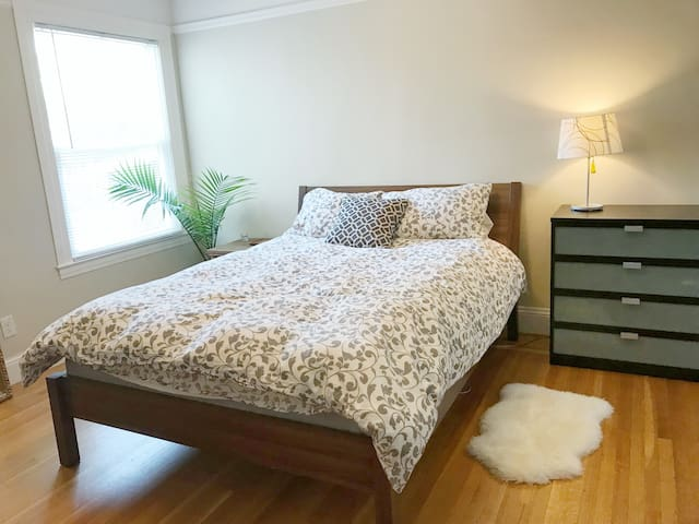 Large Bedroom for 2 Cozy Bed in San Francisco!