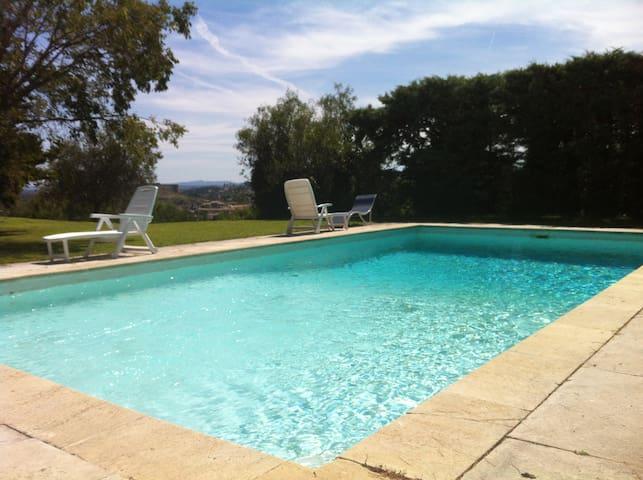 Villa prox. Avignon, piscine, parc arboré calme - Villeneuve-lès-Avignon - Hus