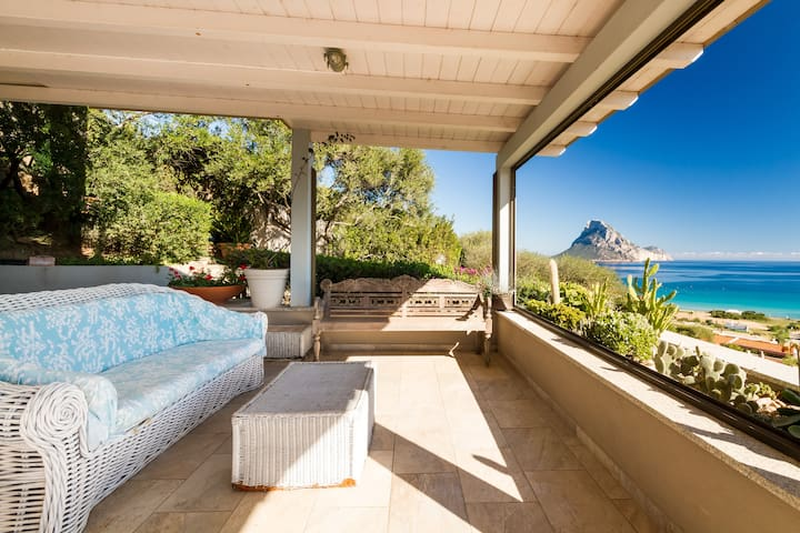 House with a stunning sea view - Porto Taverna - Hus
