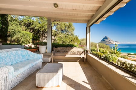 House with a stunning sea view - Porto Taverna