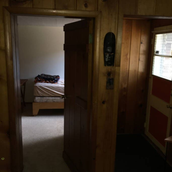 comfy and cozy split bedroom----very private
