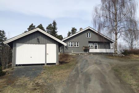 """""""Valstad"""", Sjarmerende hus på gård - Rogne - Rumah"""