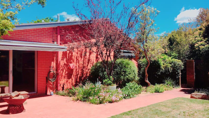 Leafy Garden Home_5 bedrooms.3 PARKING &NBN.