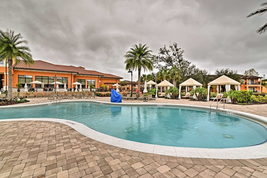 Your dream Disney vacation starts at this 2-bedroom, 2.5 bathroom vacation rental townhome in Kissimmee.