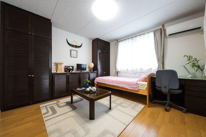 夕食後は自身の部屋でもくもくと作業したり、時間や体調を気にせずゆったりと洋裁に没頭できます。