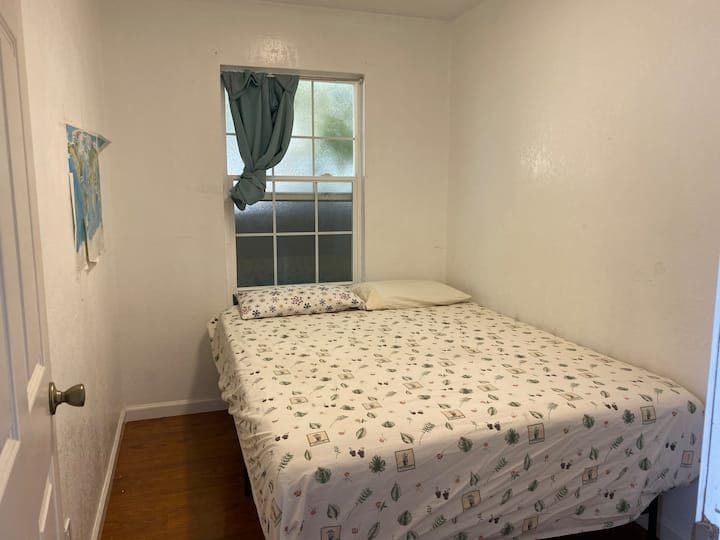 K2 queen size bed private bedroom