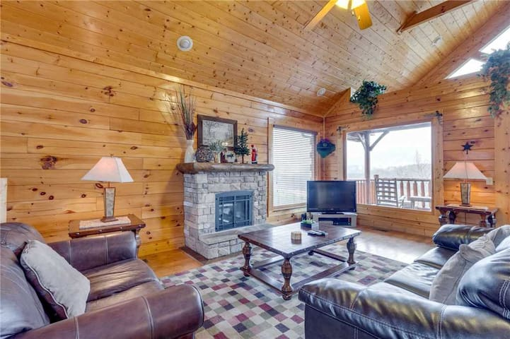 Pleasant View Ridge - Living Room with Fireplace