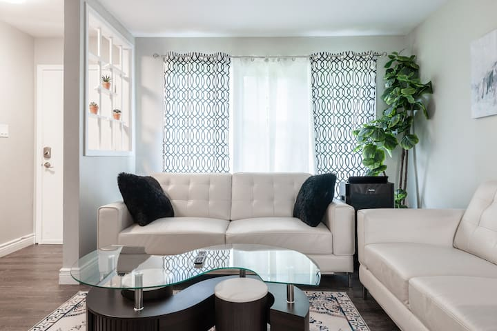 BEAUTIFUL 3 BEDROOM HOME, BY CONESTOGA MALL & UofW