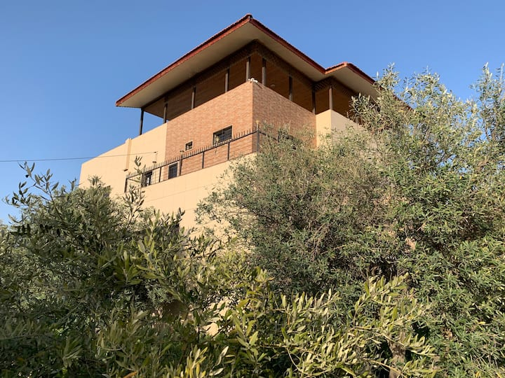Villa Sabri Close to German Jordanian University
