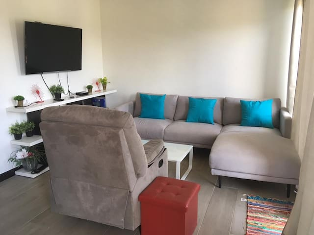 Modern & fully equipped apartment @ Lindora Lofts