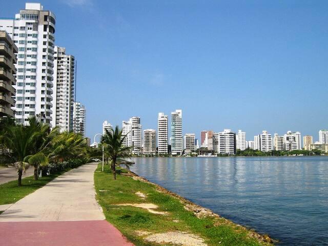 hermosa habitación  sector turístico y playas - Cartagena - House