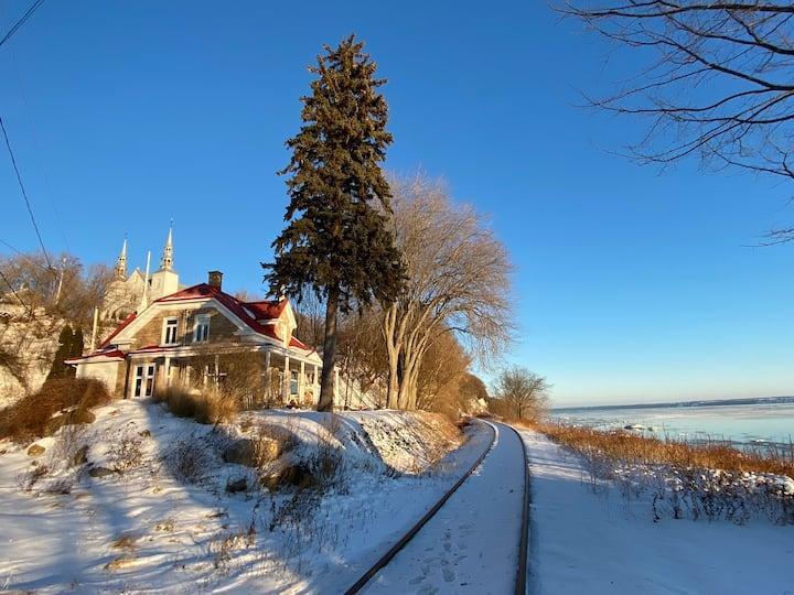 Maison centenaire au bord du fleuve!