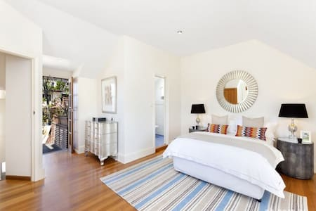 Sweeping views. Top floor with private terrace. - Balmain - Maison