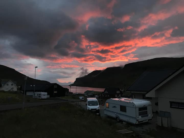 Campingvogn i gå afstand fra lufthavnen