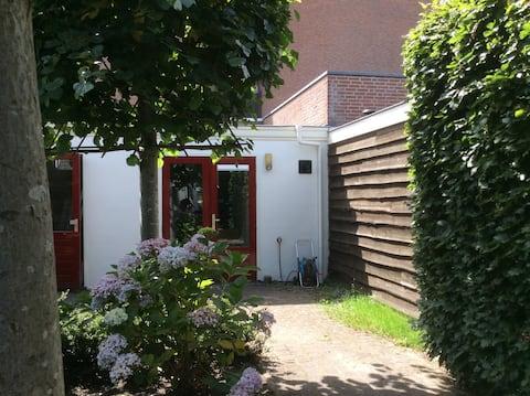 Comfortabel en bijzonder rustig tuinhuisje