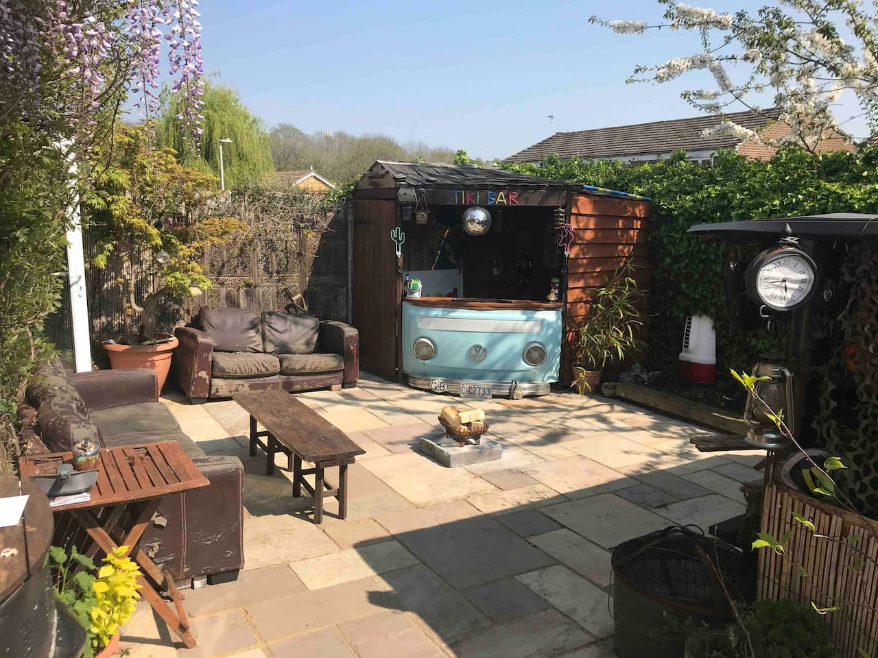 Relax in our seclude, front garden,complete with Tiki Bar!