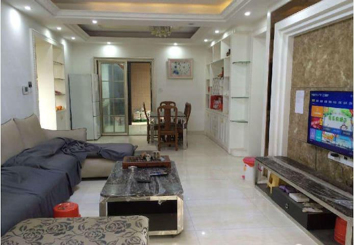 保利国际广场豪华套房 - Zhongshan - Apartamento