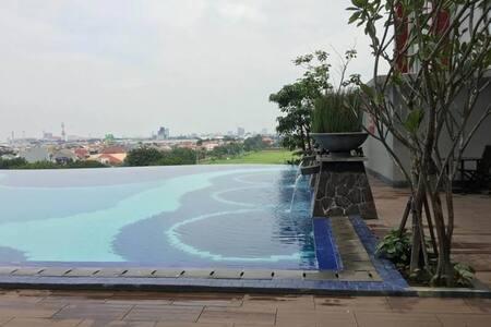 Cozy Apartment 10 minute to SurabayaCulinaryCenter