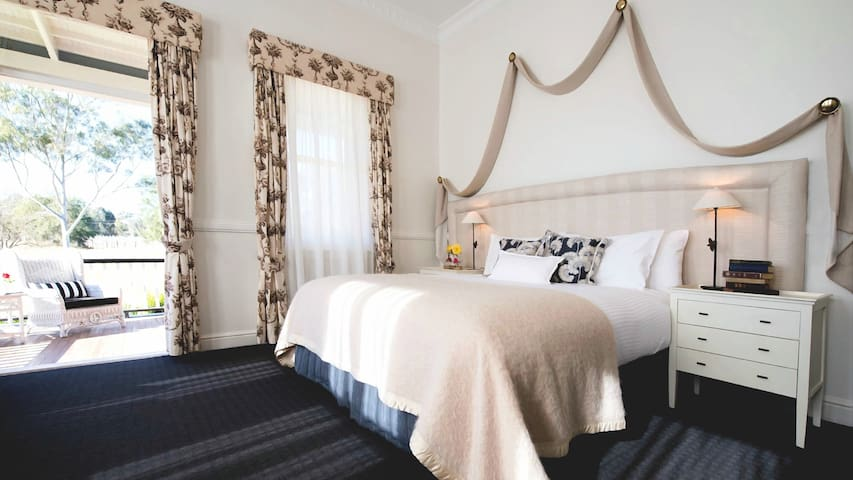 The Convent Hunter Valley Superior Room -Room Only