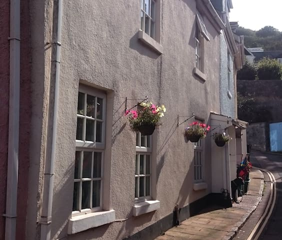 Charming Beachside Cottage - Shaldon - Hus