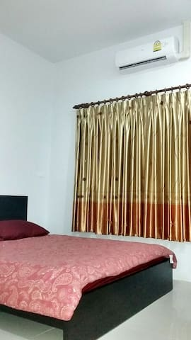Room for rent with the nice host!! - Tambon Chalong - Hus