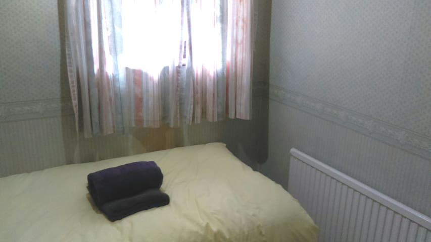 Aveley cosy apartment with free parking.
