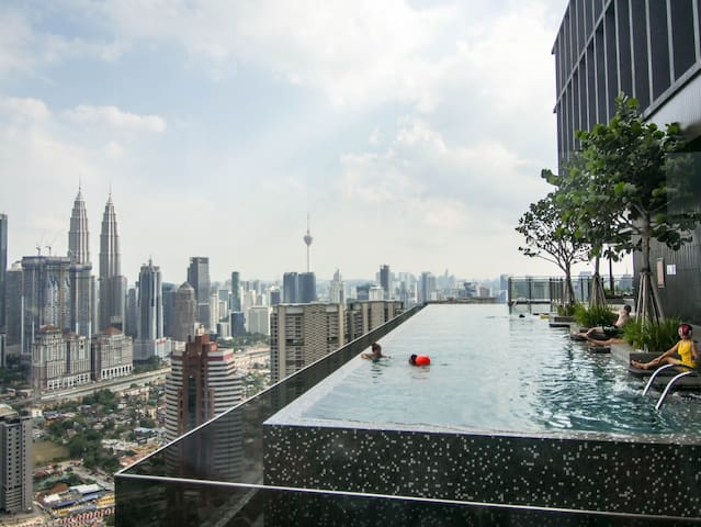 Exclusive Premier Room with Infinity Pool and Gym