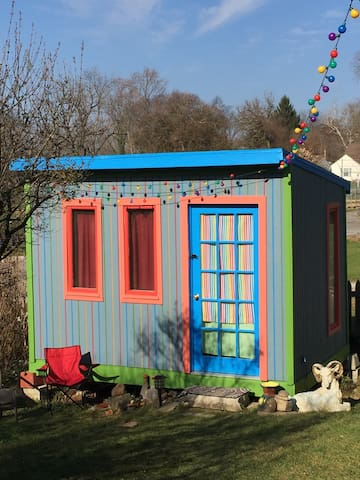 Tiny House Rainbow Bungalow - Columbus - Bungalow