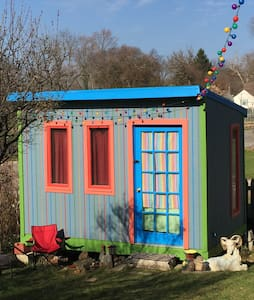 Tiny House Rainbow Bungalow - Columbus