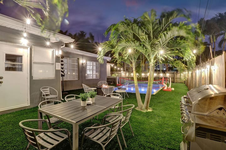 Comfortable Luxurious Home-**Heated Pool & Workstation**