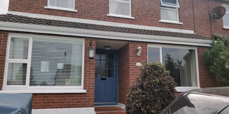 Entire Home Greystones Central Co Wicklow/Sleeps 9