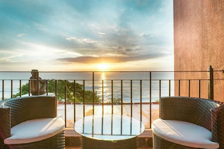 *On the Beach, Dazzling Ocean/Sunset Views! Pool*