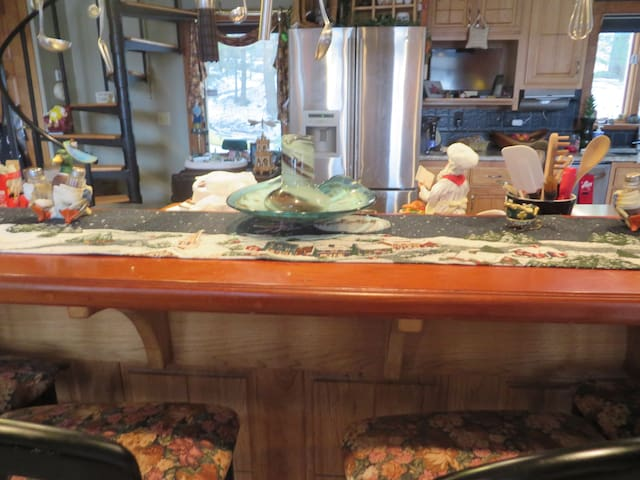 8 Seat kitchen bar