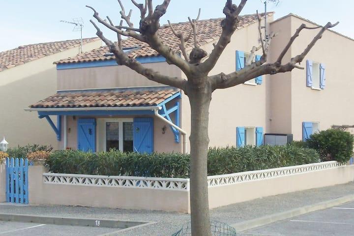 Villa 4/6 pers  piscine   St Pierre la Mer 11560