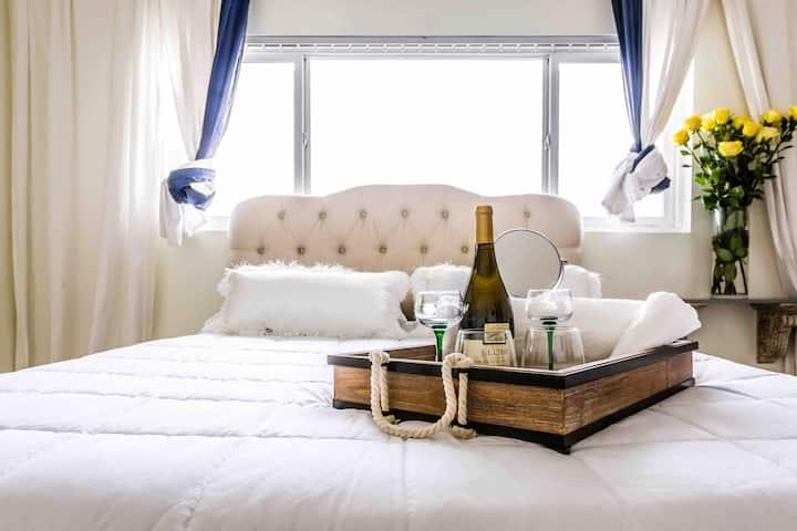Clean, Spacious & Modern 2 Bedroom