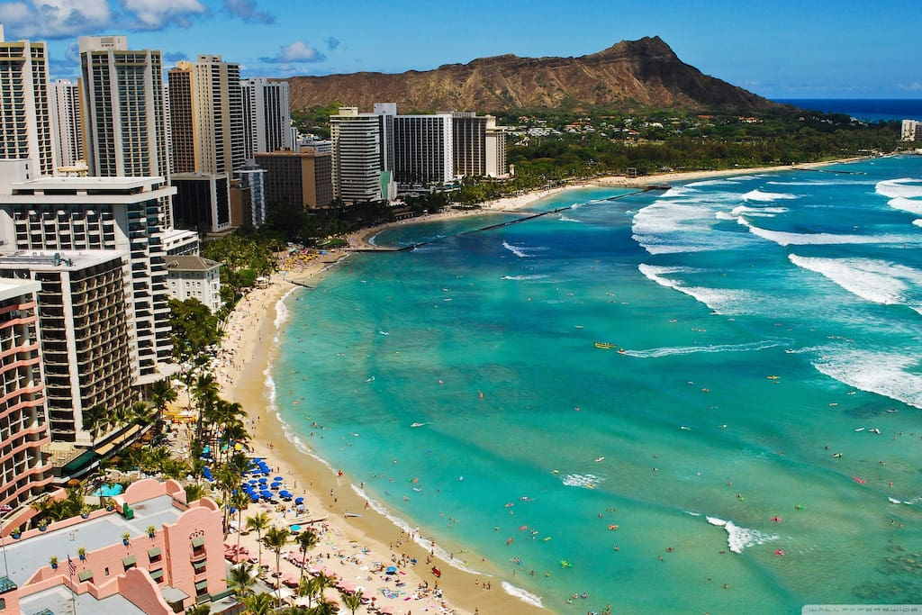 Why not wake up and take a short walk every morning to enjoy this view!? Paradise! Waikiki beach and Diamond head, which you can hike up for an unreal view!