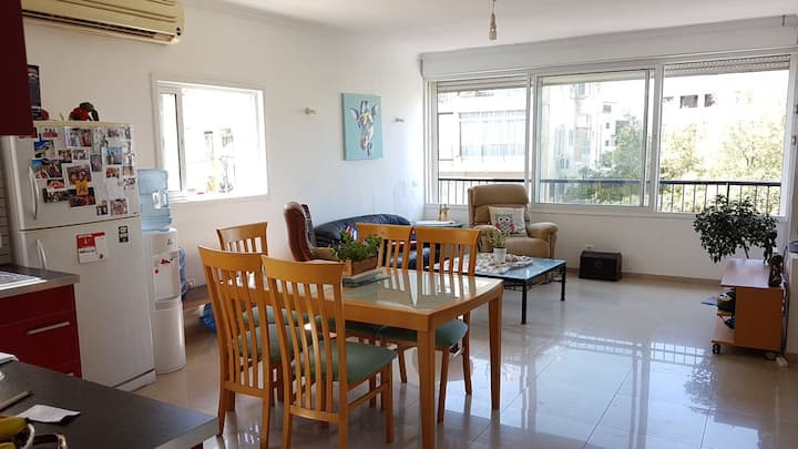 Spacious and Sunny 2 min from Beach, Port and Park