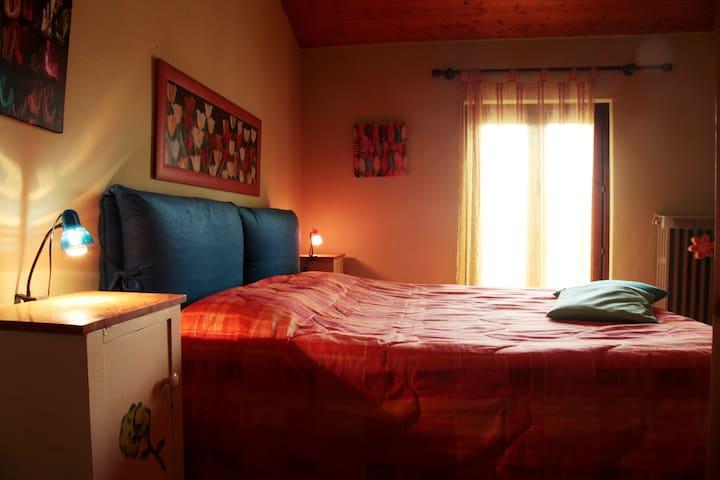 camera da letto 1 con balconcino